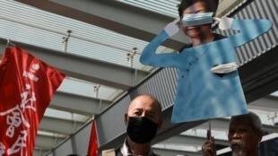 香港示威者反對政府推出的禁蒙面法 2019年10月16日