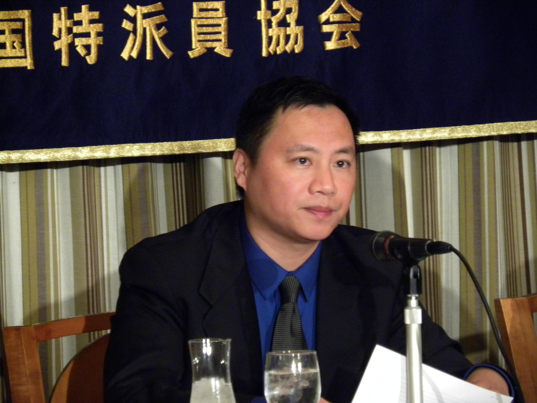 2016年 7月4日首次访日的王丹在东京外国记者俱乐部召开记者会