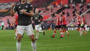El atacante uruguayo del Manchester United Edinson Cavani celebra un gol sobre el Southampton, en partido de la Premier League, el 29 de noviembre de 2020