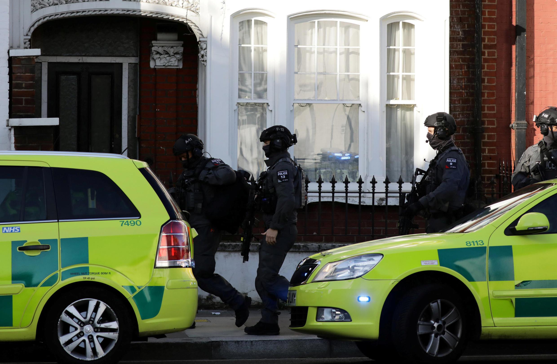 Policiais perto da estação Parsons Green, no sudoeste de Londres, onde ocorreu o atentado em 15 de setembro