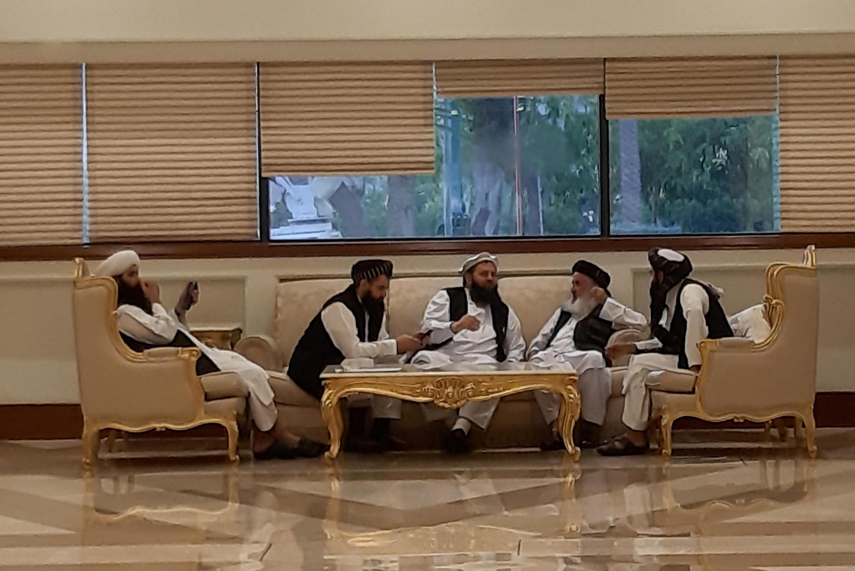 گروهی از نمایندگان طالبان در نشست دوحه