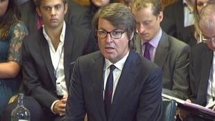 Nick Buckles, diretor-executivo da empresa de segurança G4S, depõe na comissão parlamentar em Londres, nesta terça-feira.