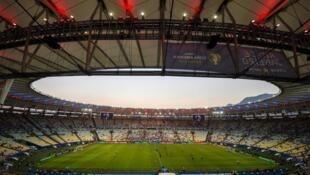 Un stade vide au Brésil.