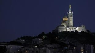 位于市中心及最高地理位置的马赛拉加德圣母院(Notre Dame de la Garde)