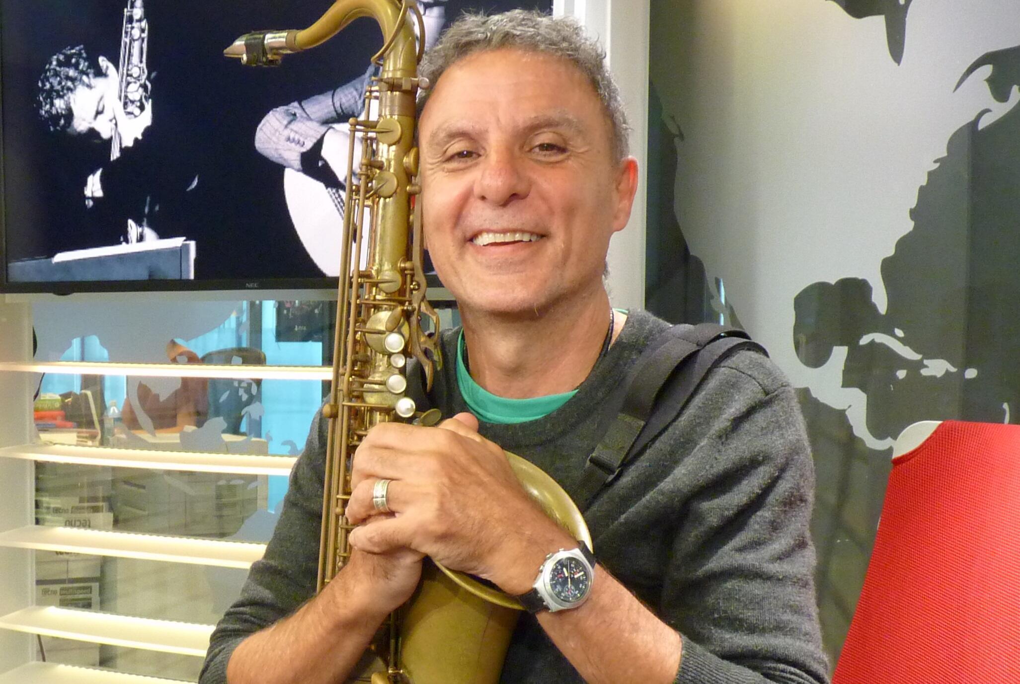 Blas Rivera en los estudios de RFI