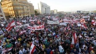 A Praça dos Mártires, local emblemático do centro de Beirute, ficou lotada de manifestantes.