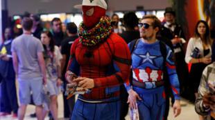 Des visiteurs déguisés en superhéros au Comic Con de Johannesburg, le 14 septembre 2018.