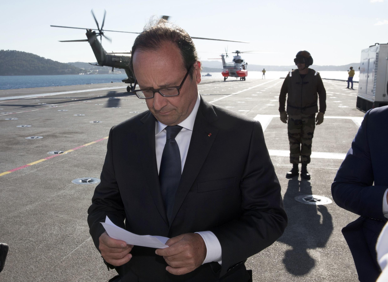 Президент Франции Фрасуа Олланд перед речью, посвященную 70-летию высадки союзных войск в Провансе, 15 августа 2014 г.
