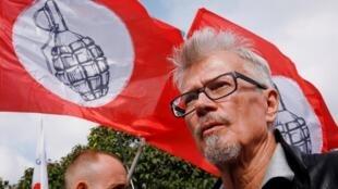 Эудард Лимонов на протестной акции в Москве 4 августа 2013.