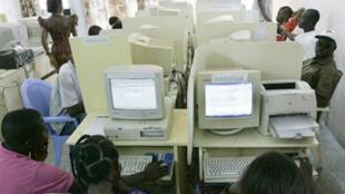 Un cybercafé en Côte d'Ivoire.