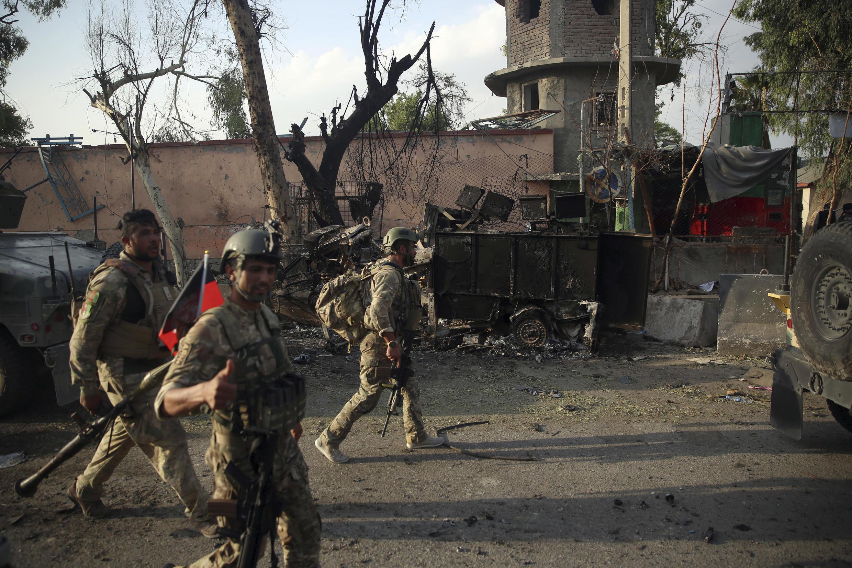 حوالی ساعت ۷ یکشنبه شب ۱۲ اسد/۲ اوت یک خودروی پر از مواد انفجاری در ورودی زندان ولایتی ننگرهار منفجر شد.