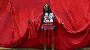 Manifestante représentant des femmes victimes de stérilisation forcée pendant le gouvernement d'Alberto Fujimori, à Lima, au Pérou, le lundi 9 décembre 2019 (Photo d'illustration).