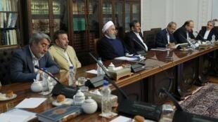 حسن روحانی، رئیس جمهوری اسلامی ایران، امروز دوشنبه ۲۸ خرداد در جلسۀ ساماندهی بازار کالا و ارز