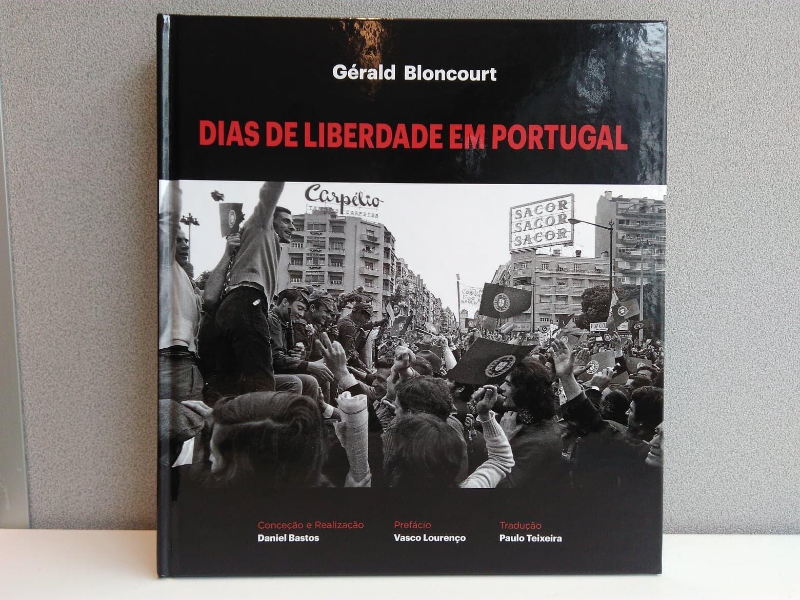Capa do livro de fotografias inéditas de Gerald Bloncourt sobre os primórdios do 25 de Abril de 1974 em Portugal.