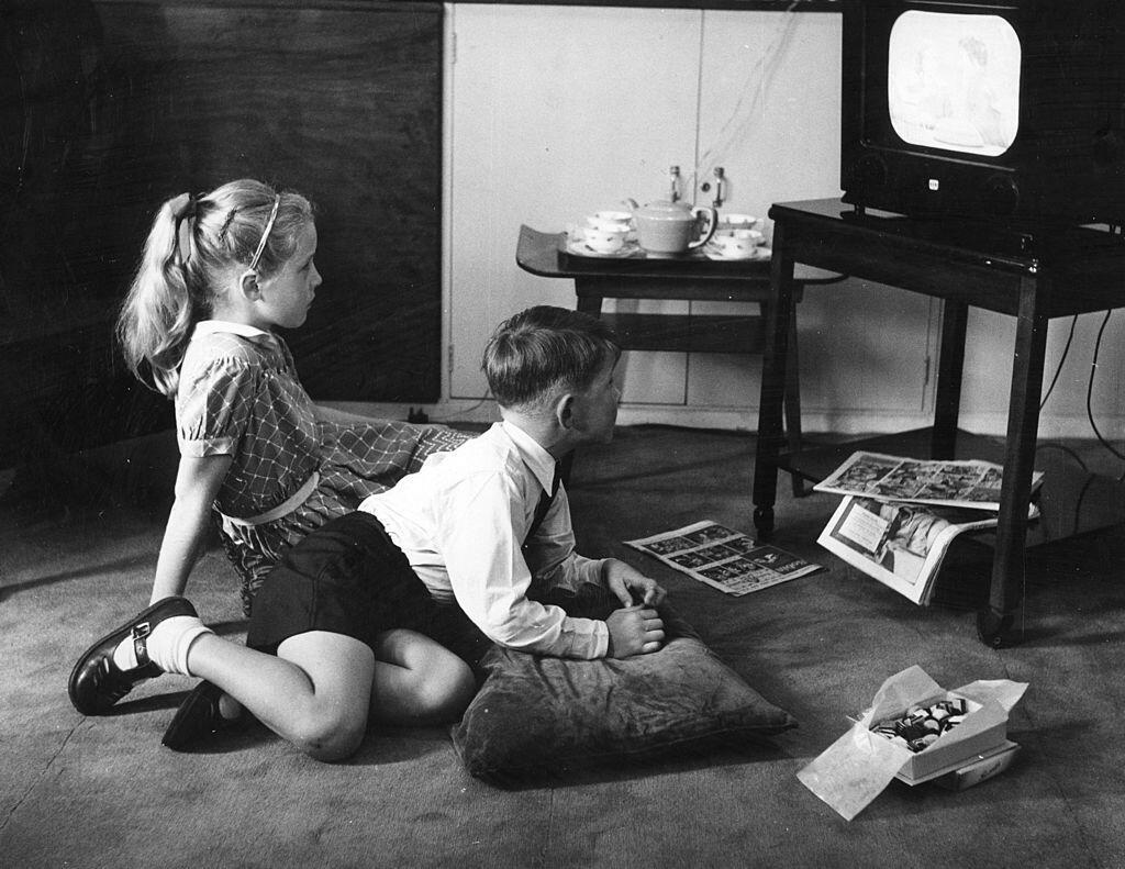 Enfants devant la télé, 1962.