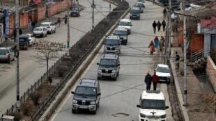 Un convoi soupçonné de transporter des diplomates étrangers à Srinagar, ce jeudi 9 janvier 2020.