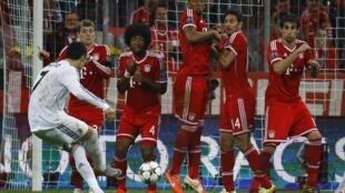 Cristiano Ronaldo a lokacin da ya jefa kwallo a ragar Bayern Munich a gasar zakarun Turai