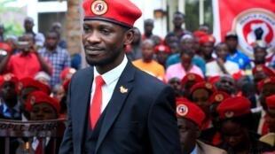 L'opposant et chanteur ougandais Bobi Wine, dont les partisans portent le béret rouge.