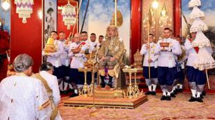Maha Vajiralongkorn, est officiellement devenu le nouveau roi de Thaïlande le 4 mai 2019.