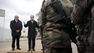 French President François Hollande and Defense Minister Jean-Yves Le Drian with French soldiers at the Iraqi Counter Terrorism Service Academy at the Baghdad Airport Complex