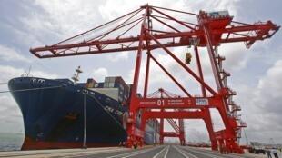 Le port de Colombo s'est enrichi le 5 août d'un nouveau terminal international (CICT) qui a coûté 500 millions de dollars (376,4 millions d'euros).
