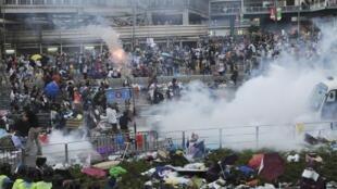 La Policía de Hong Kong ha dispersado con gases lacrimógenos a los manifestantes de 'Occupy Central'.