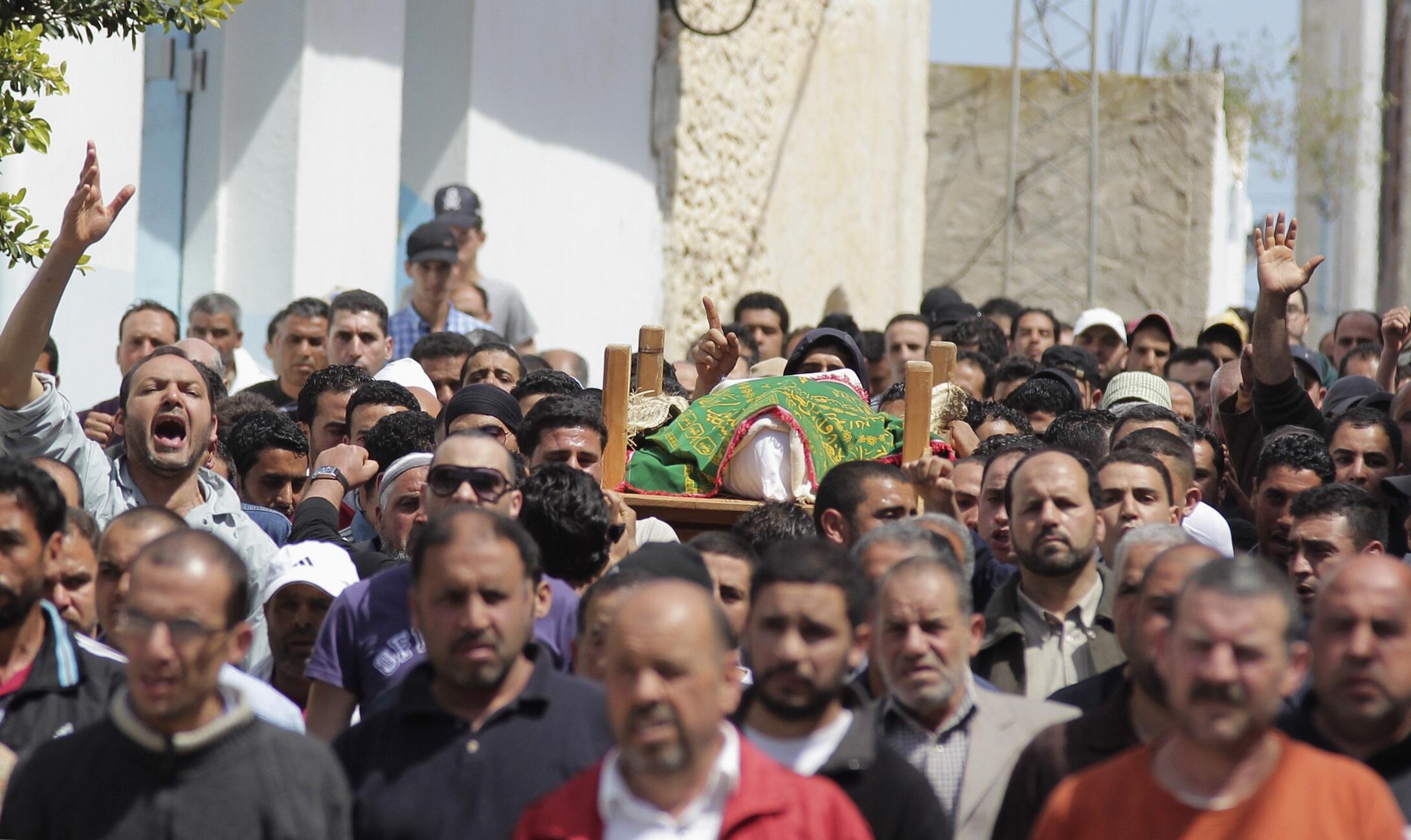 Les salafistes sont à l'origine de nombreuses manifestations en Tunisie, comme lors de ces funérailles d'un jeune homme tué par la police. Hergla, le 12 avril 2013.