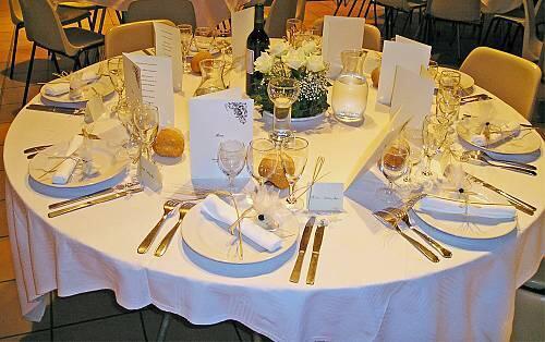 存檔圖片 Image d'archive: Gastronomie française, une table bien dressée.