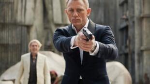 """O ator Daniel Craig em cena de """"007 - Operação Skyfall""""."""