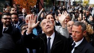 Alain Juppé, favori des sondages pour la primaire de la droite,s'est rendu mercredi 2 novembre 2016 à Argenteuil en région parisienne.