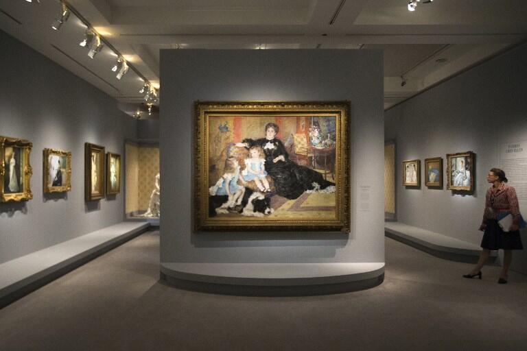 Triển lãm tranh của danh họa Pierre-Augustin Renoir tại bảo tàng Orsay năm 2012.