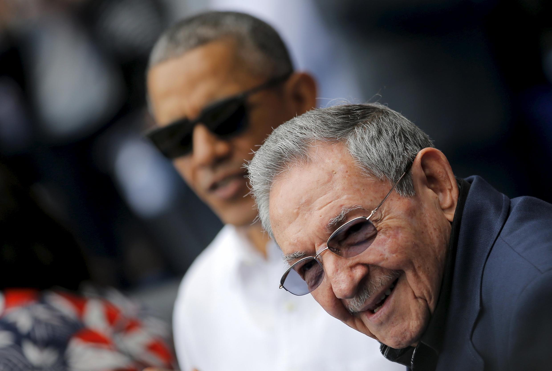 Raúl Castro e Barack Obama, durante jogo de baseball em Havana, em março.