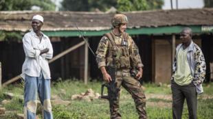 Soldat français de la force Sangaris dans le quartier musulman du PK5 de Bangui, samedi 31 mai 2014