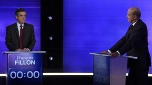 法國中右翼總統候選人第二輪初選電視辯論:(左)菲永與朱佩對陣。
