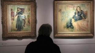 Deux tableaux de Berthe Morisot, «Julie au violon» à gauche et «Julie Manet et sa levrette Laërte» à droite.
