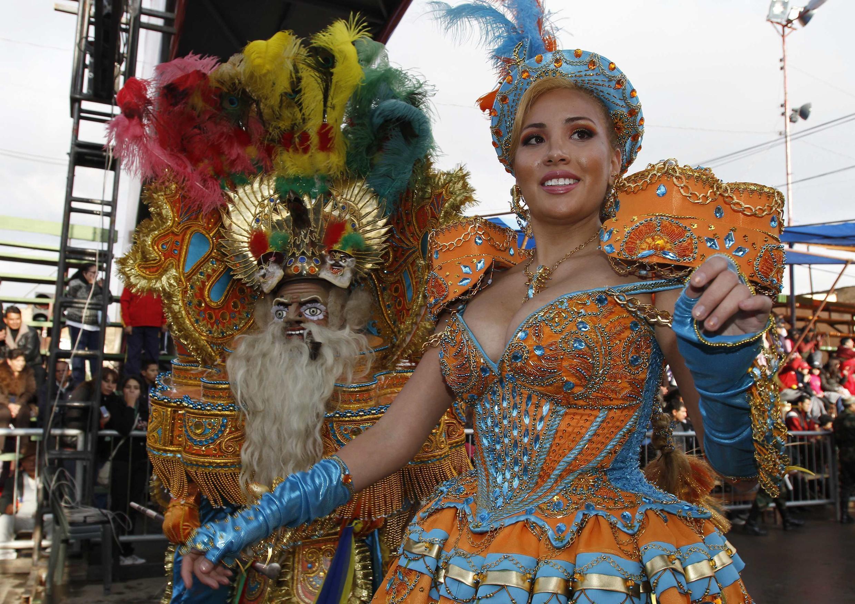 La troupe des «Morenada Cocanis» défile durant le carnaval d'Oruro, au sud de La Paz,  le 9 février 2013.