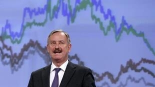 O vice-presidente da Comissão Europeia, Siim Kallas, anuncia ligeira revisão pra baixo do crescimento da economia da zona euro em 2015.