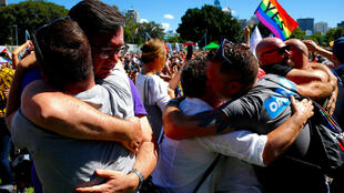 Des supporteurs du mariage pour les personnes homosexuelles célèbrent la victoire du «oui», à Sidney, en Australie, le 15 novembre 2017.