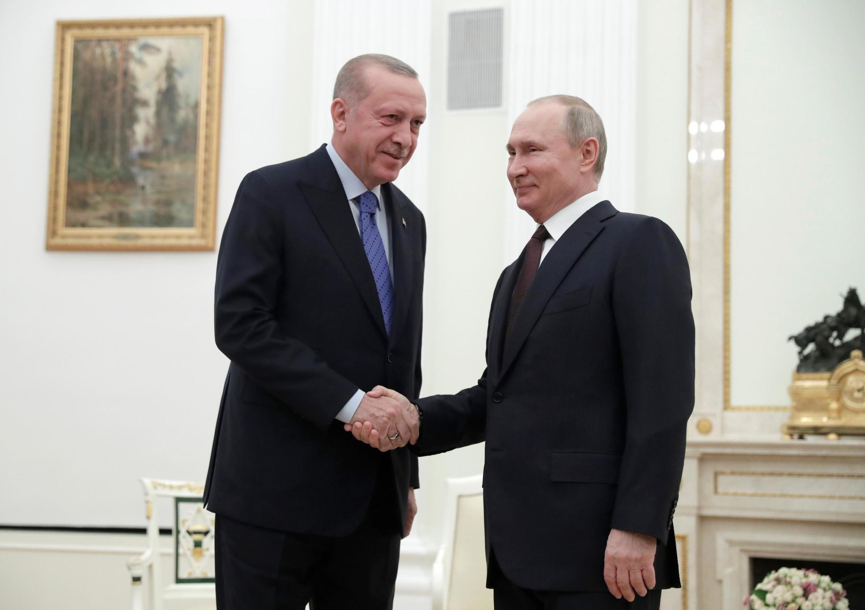 Hai lãnh đạo Vladimir Putin (P) và Recep Tayyip Erdogan tại Matxcơva, Nga, ngày 05/03/2020.