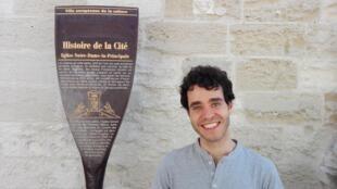 """O português Miguel Fragata, diretor da peça  """"Do bosque para o mundo"""", junto com Inês Barahona."""