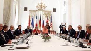Os ministros das grandes potências, incluindo o secretário de Estado americano, John Kerry, estão em Viena, na Áustria, para as negociações sobre o programa nuclear iraniano.