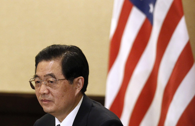 Chủ tịch Trung Quốc Hồ Cẩm Đào đang chờ đợi cuộc họp với đoàn doanh nhân Mỹ ngày 10/11/2011 nhân hội nghị thượng đỉnh APEC ở Honolulu, Hawaï..