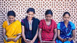 Inde femmes smartphones