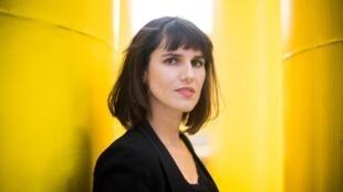 Portrait de la romancière Myriam Leroy.