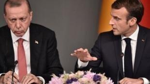 土耳其总统埃尔多安与法国总统马克龙资料图片