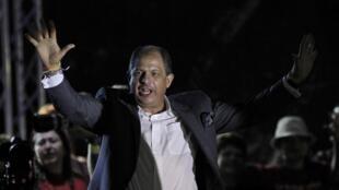 Conquistado mais de 70% dos votos na segunda volta das presidenciais, de domingo, Luis Guillermo Solis foi eleito Presidente da Costa Rica.