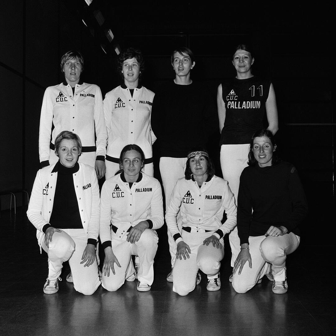 Elisabeth Riffiod (1ère à g au 2e rang) et ses coéquipières du CUC en 1973.