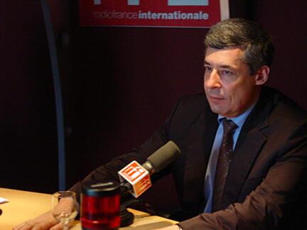 Советник президента Франции Анри Гэно (Henri Guaino) в студии RFI