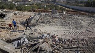 israel-cisjordanie-cloture-maison-detruite