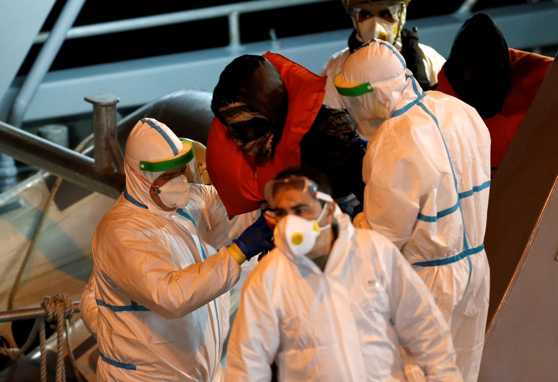 شنبه و یکشنبه ۱۱ و ۱۲ آوریل، چندین قایق حامل پناه جویان و مهاجرت طلبان به بنادر ایتالیا رسیدند.